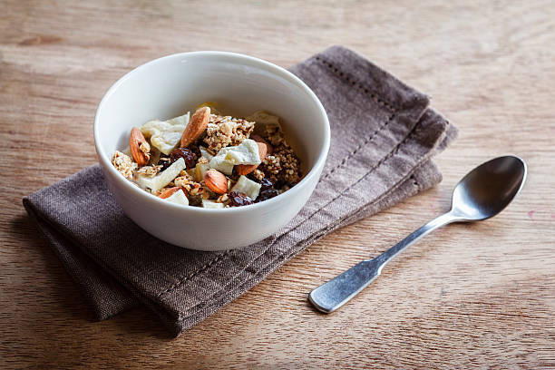 Homemade granola of oat, almond, quinoa, raisin and dried apple rings:スマホ壁紙(壁紙.com)