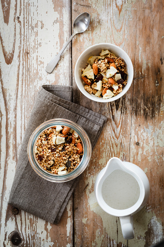 Granola「Homemade granola of oat, almond, quinoa, raisin and dried apple rings」:スマホ壁紙(13)
