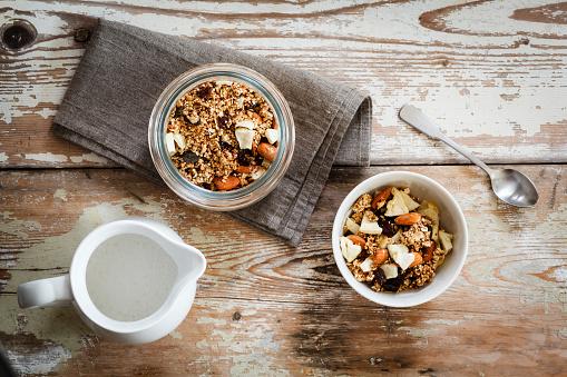 Granola「Homemade granola of oat, almond, quinoa, raisin and dried apple rings」:スマホ壁紙(3)