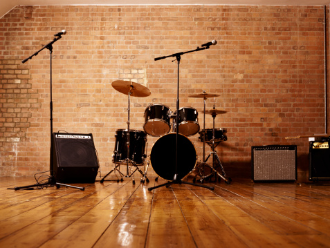 楽器「Drum Kit, Microphones and Loudspeakers in a Studio」:スマホ壁紙(6)