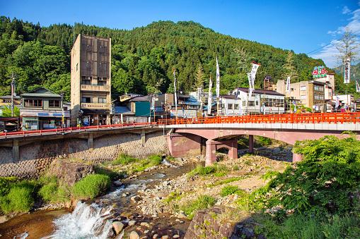 Japan「落果川と山と日本渋温泉全景」:スマホ壁紙(16)