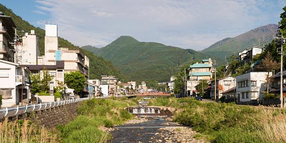 Japan「落果川と山と日本渋温泉全景」:スマホ壁紙(17)
