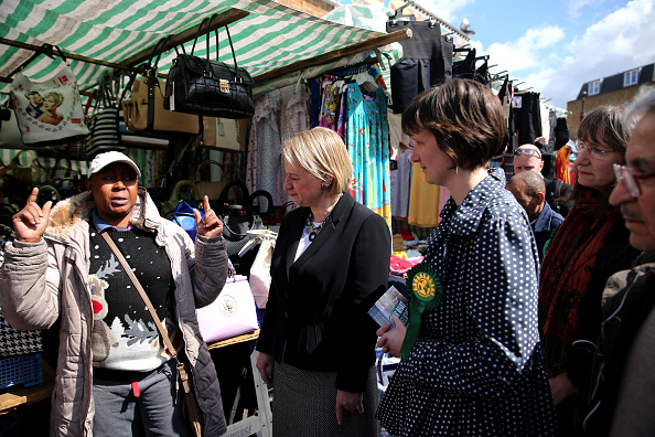 Putting Green「Natalie Bennett Canvasses Stallholders In North London」:写真・画像(6)[壁紙.com]