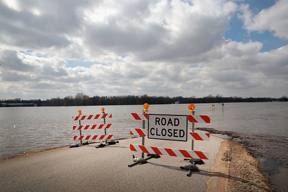 Illinois「After Heavy Snows, Midwest Rivers Flood Their Banks」:写真・画像(18)[壁紙.com]