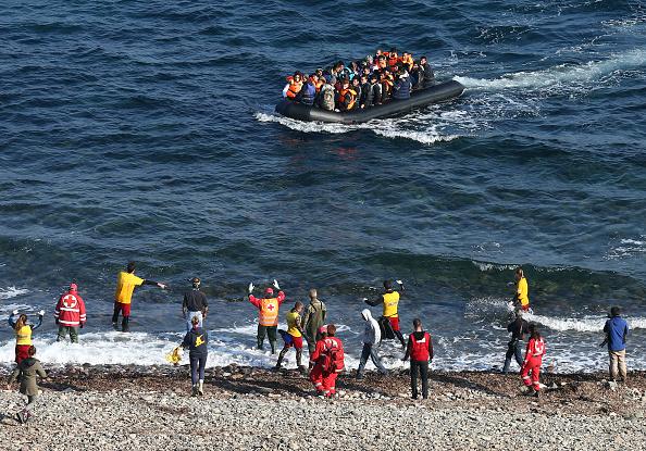 Refugee「Migrants On Greece's Lesbos Island」:写真・画像(2)[壁紙.com]