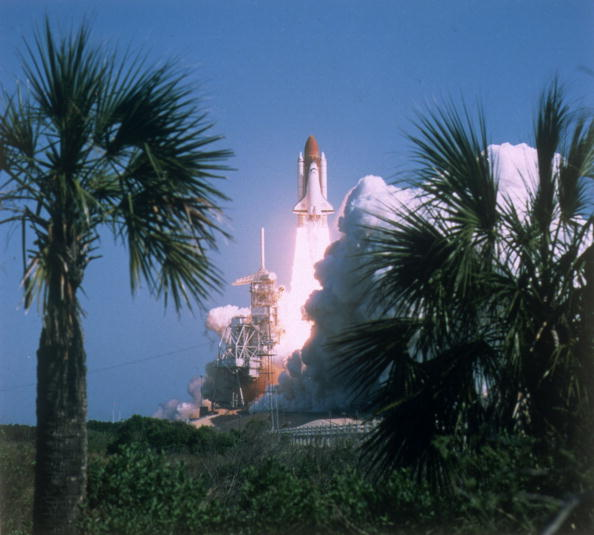 Space Shuttle Discovery「Discovery Launch」:写真・画像(7)[壁紙.com]