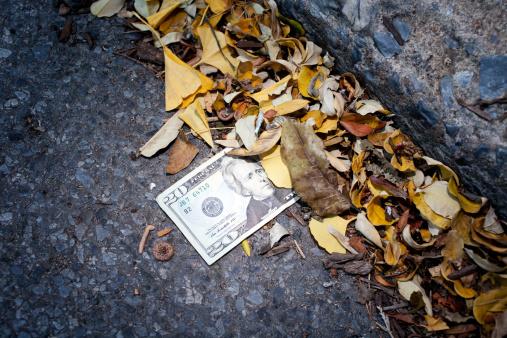 Lost「$20 US currency bill stuck in gutter」:スマホ壁紙(18)