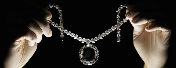 Gemstone「Cursed Black Diamond Goes On Display」:写真・画像(7)[壁紙.com]