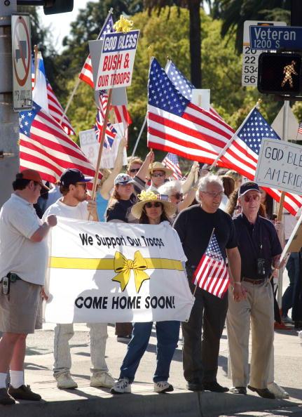 Support「Demonstrators Support U.S. War Against Iraq」:写真・画像(6)[壁紙.com]