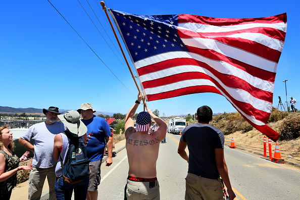 Sandy Huffaker「Protests Continue in Murrieta Against Processing of Undocumented Immigrants」:写真・画像(15)[壁紙.com]