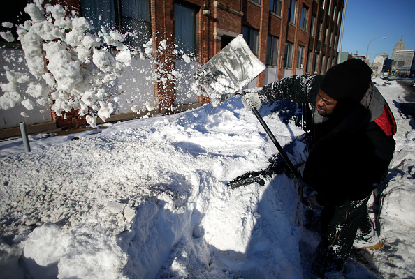 Detroit - Michigan「Detroit Area Walloped With Over A Foot Of Snow From Latest Winter Storm」:写真・画像(6)[壁紙.com]