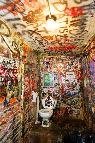 Bathroom「A Look At Famed New York Rock Club CBGB's With Owner Hilly」:写真・画像(16)[壁紙.com]