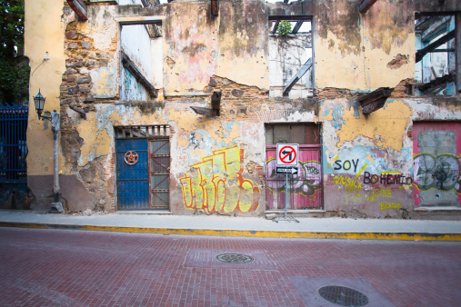 Central America「The graffiti lined buildings of old city at night」:スマホ壁紙(14)