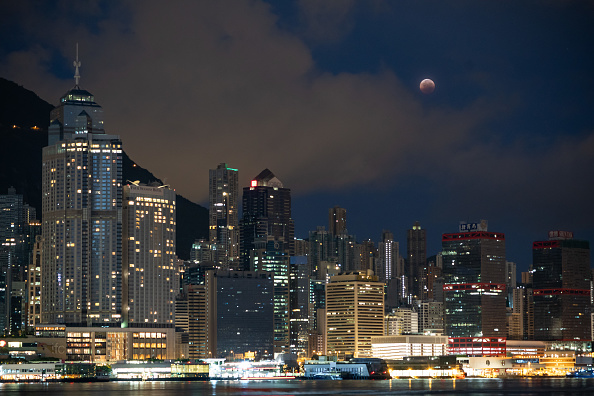 Eclipse「Total Lunar Eclipse Over Hong Kong」:写真・画像(15)[壁紙.com]