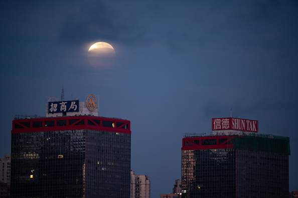 Eclipse「Total Lunar Eclipse Over Hong Kong」:写真・画像(4)[壁紙.com]