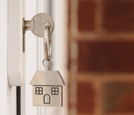 House Key「Key in the Door with copyspace」:スマホ壁紙(10)