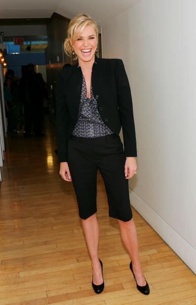 Cropped Pants「MTV TRL With Rebecca Romijn」:写真・画像(17)[壁紙.com]
