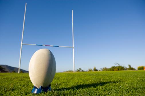 Goal Post「Rugby ball on tee」:スマホ壁紙(18)