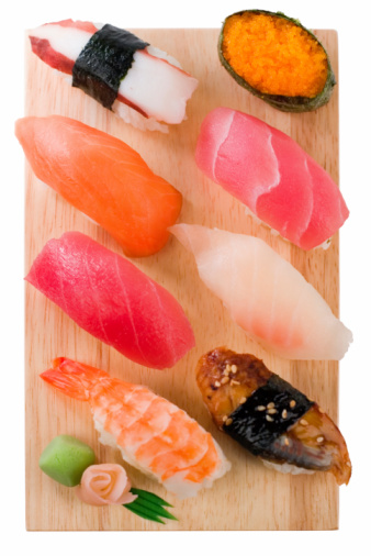 Ginger - Spice「Selection of sushi and sashimi on a wooden board」:スマホ壁紙(19)
