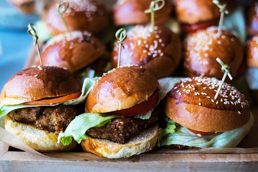 Brioche「A selection of burgers in a small Delicatessen」:スマホ壁紙(18)