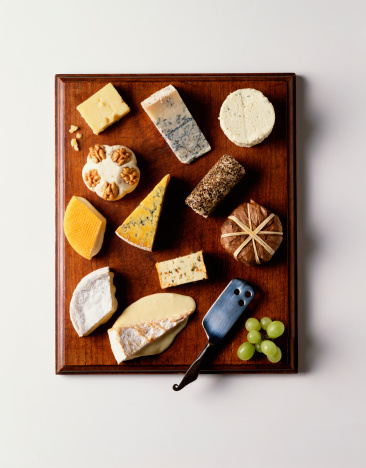 Cheese Knife「Selection of cheeses on cheeseboard, overhead view」:スマホ壁紙(18)