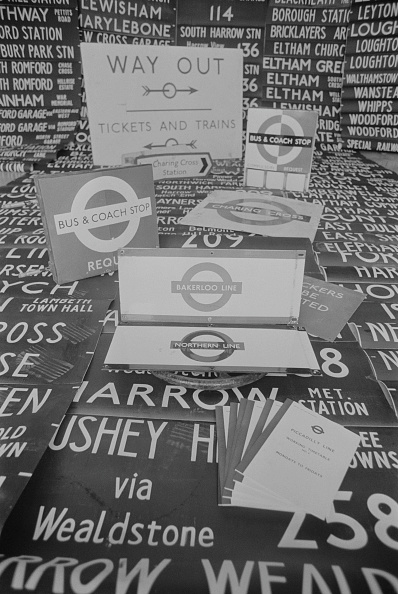 Finance and Economy「London Transport Sign」:写真・画像(11)[壁紙.com]