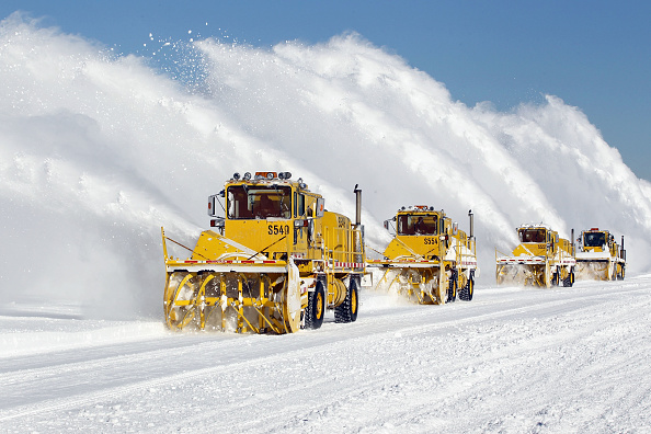Blizzard「Chicago Begins To Dig Out After Massive Blizzard」:写真・画像(12)[壁紙.com]