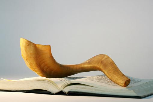 Praying「Shofar on a bible book at Rosh Hashanah」:スマホ壁紙(5)