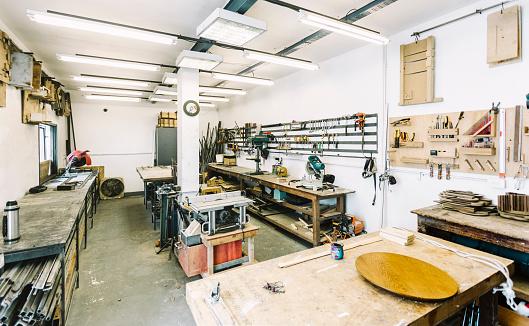 Buenos Aires「Empty Workshop Interior」:スマホ壁紙(14)
