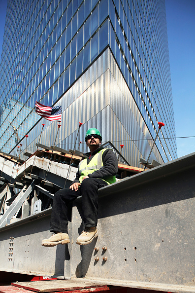 Construction Site「A worker sits on 'Survivor's Stairway' with 7WTC in the background, Lower Manhattan, New York City, USA」:写真・画像(10)[壁紙.com]