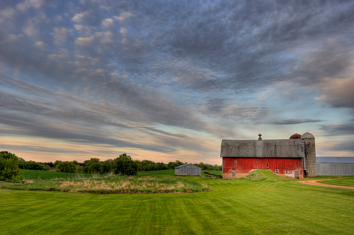 High Dynamic Range Imaging「Red Barn」:スマホ壁紙(18)