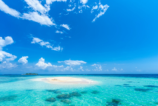 Cay「Paradisiac tropical white sand cay beach with turquoise water」:スマホ壁紙(11)