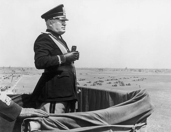 1人「Mussolini In Turin」:写真・画像(19)[壁紙.com]