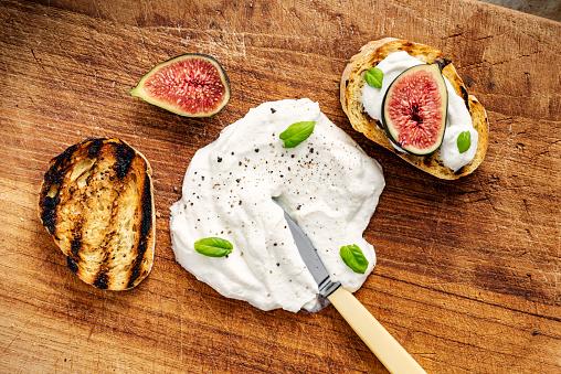 Denmark「Fresh figs with ricotta cheese and fresh basil.」:スマホ壁紙(17)