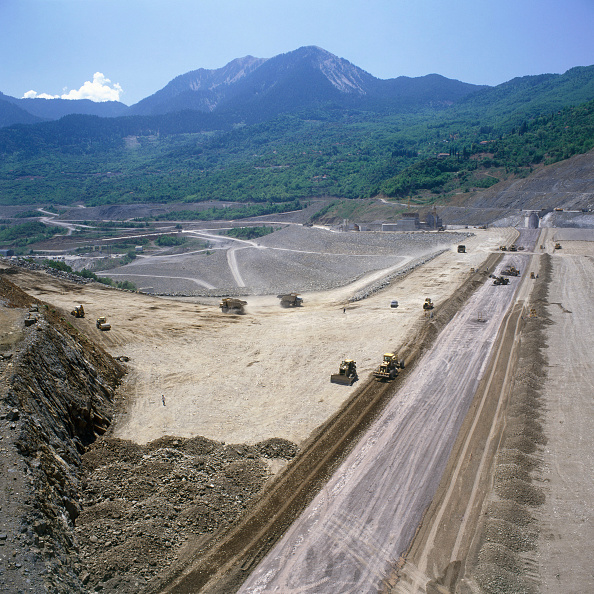 Embankment「The clay waterproof core is visible with its filter layers either side and the embankment around as the Evinos earth fill dam rises in western Greece」:写真・画像(3)[壁紙.com]