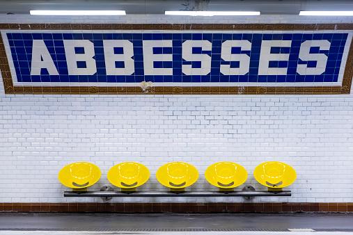 Railway「Abbesses metro sign and seating, Paris, France」:スマホ壁紙(9)