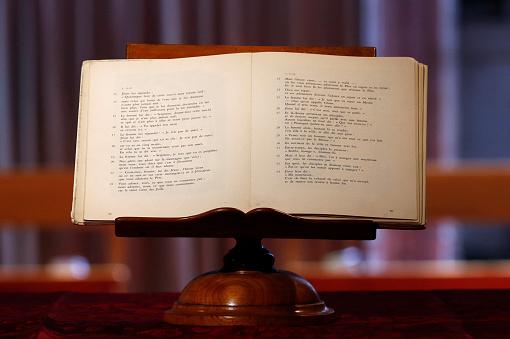 Abbey - Monastery「bible in church」:スマホ壁紙(14)