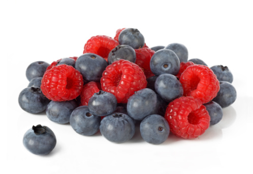 Raspberry「Fresh raspberries and blueberries in a pile.」:スマホ壁紙(4)