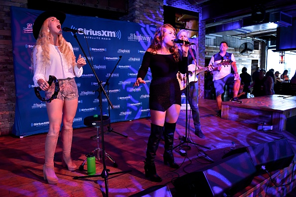 Stage - Performance Space「SiriusXM's The Highway Broadcasts Live During The Solar Eclipse In Nashville Featuring A Live Performance By Delta Rae At The FGL House」:写真・画像(6)[壁紙.com]