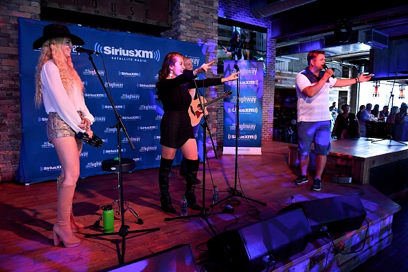 Stage - Performance Space「SiriusXM's The Highway Broadcasts Live During The Solar Eclipse In Nashville Featuring A Live Performance By Delta Rae At The FGL House」:写真・画像(9)[壁紙.com]