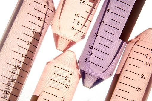 Specimen Holder「Plastic test tubes filled with liquid in laboratory.」:スマホ壁紙(12)