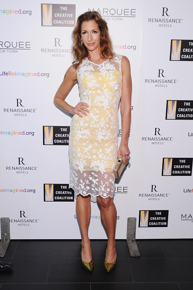 Clutch Bag「The Creative Coalition's Spotlight Awards Dinner Gala - Arrivals」:写真・画像(12)[壁紙.com]
