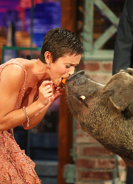 Burbank「Alyssa Milano Appears on The Tonight Show with Jay Leno」:写真・画像(15)[壁紙.com]