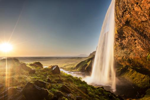 滝「太陽を浴びながらセリャランスフォス」:スマホ壁紙(19)