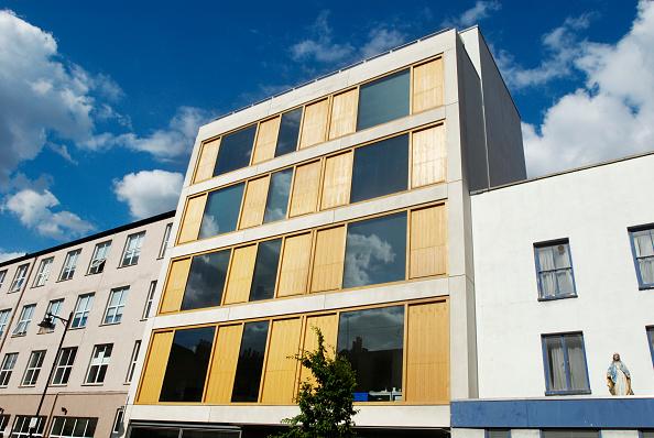 Finance and Economy「Modern apartment block, Kings Cross, London, UK」:写真・画像(15)[壁紙.com]