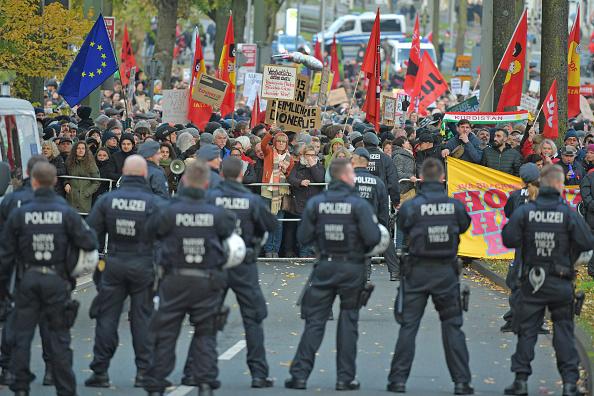 North Rhine Westphalia「Neo-Nazis March In Bielefeld In Support Of Ursula Haverbeck」:写真・画像(9)[壁紙.com]
