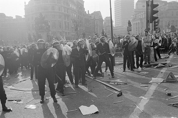 Steve Eason「Riot Police Line」:写真・画像(14)[壁紙.com]