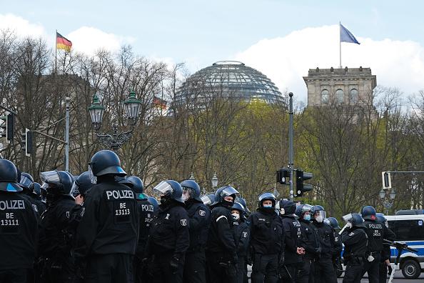 Human Role「Protesters Rally Against New Lockdown Legislation」:写真・画像(4)[壁紙.com]