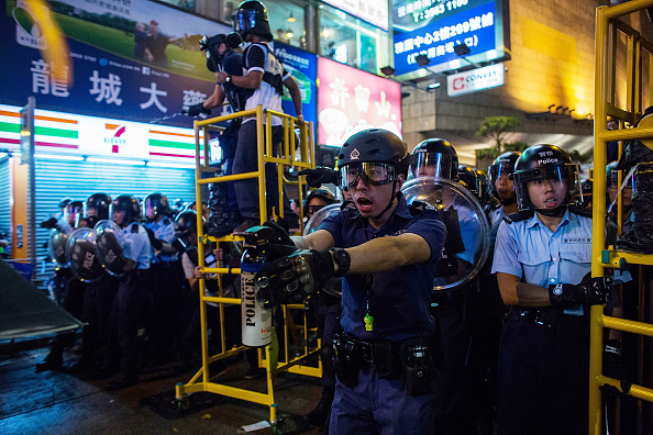 Spray「Police Continue Efforts To Clear Hong Kong Protest Sites」:写真・画像(6)[壁紙.com]