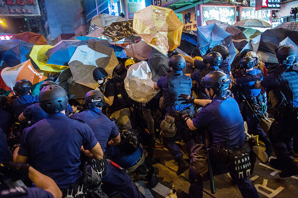 Spray「Police Continue Efforts To Clear Hong Kong Protest Sites」:写真・画像(5)[壁紙.com]